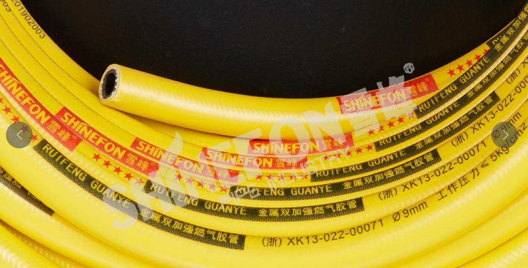 双色黄钢丝管